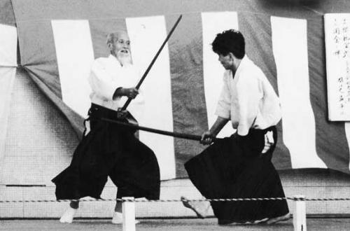 morihei-ueshiba-nobuyoshi-tamura-demo-c1960.jpg